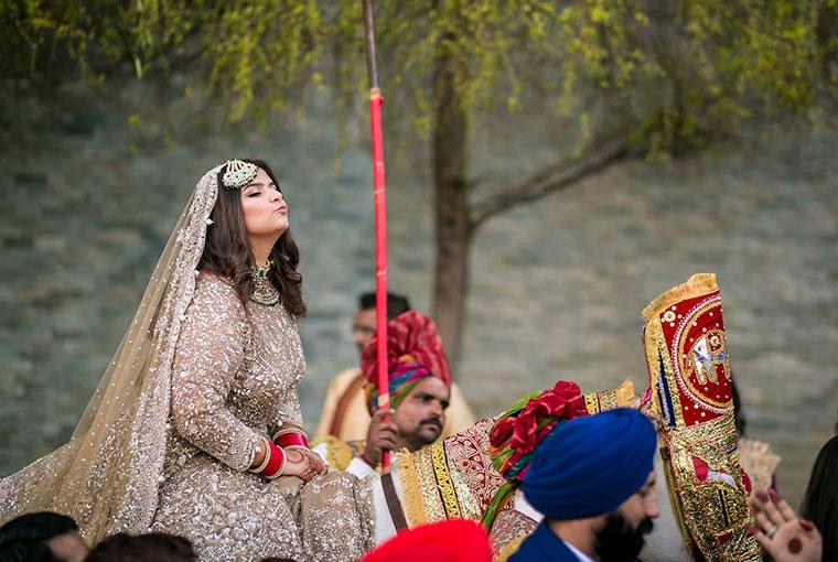 Bride with baraats