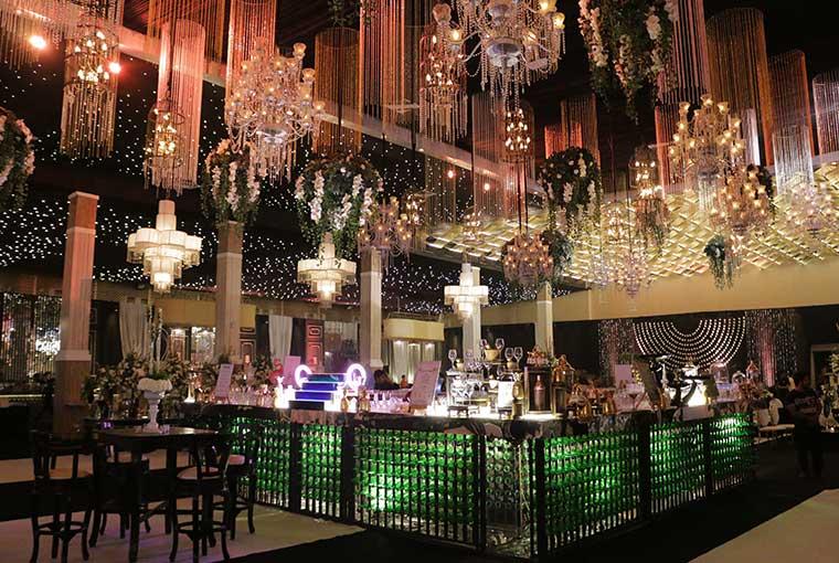 Extravagant Bar Décor