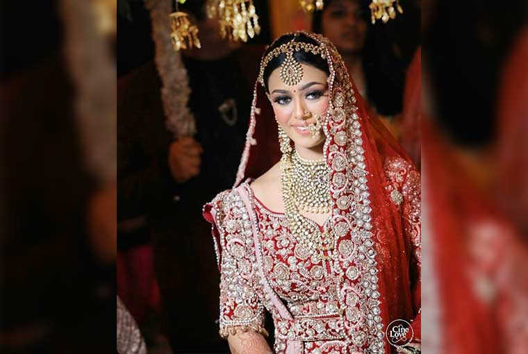 Things to keep in mind while wearing contacts on your Wedding Day