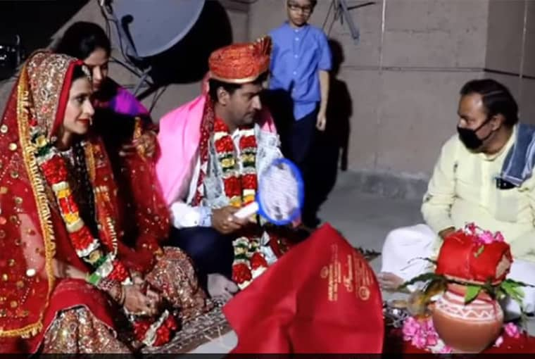 Remember the Bigg Boss-2 Winner Ashutosh Rana? Here's how he got married on a terrace with virtual baraat